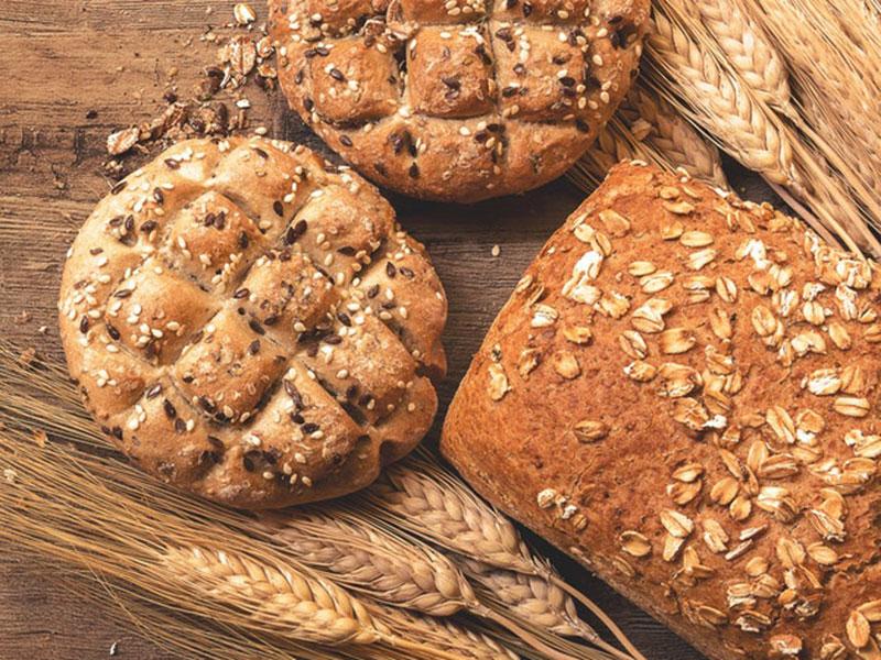 pains aux céréales avec des épis de blé, allergie, intolérance au gluten, coeliaque